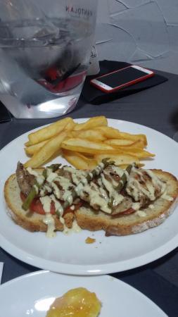 Orbe KitchenBar: Tosta de solomillo