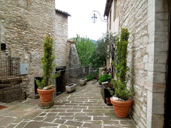 Genga, Italie : деревня Пьеросара