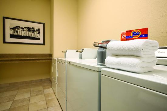 Country Inn & Suites By Carlson, Mesa: Laundry Room