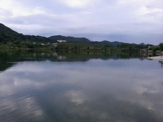 Revine Lago, Италия: Lago di Revine vista da S. Maria