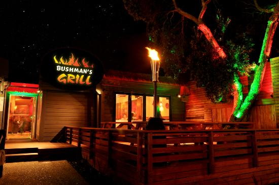 Bushmans Grill: Bushman's Grill at night
