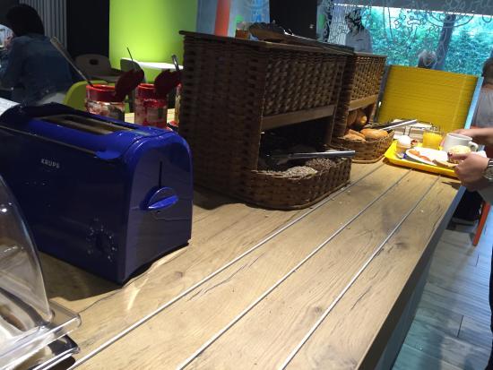 buffet am morgen bild von ibis budget hotel hamburg city. Black Bedroom Furniture Sets. Home Design Ideas