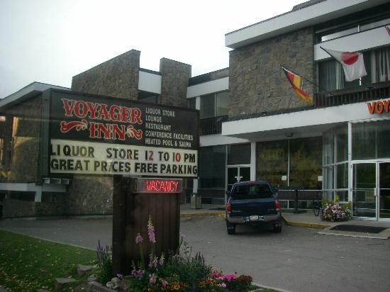 Banff Voyager Inn: 看板