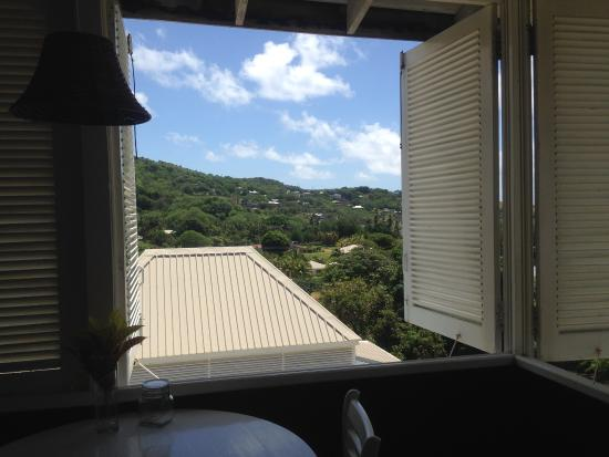 Sugarapple Inn: A big window with a lovely view