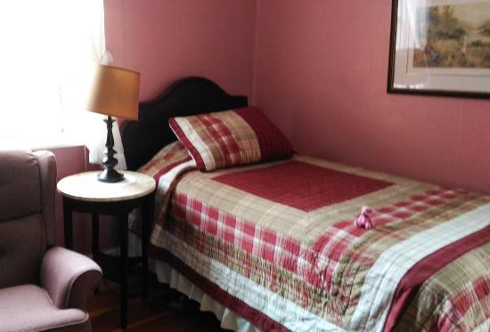Aloha Tourist Home : Bedroom