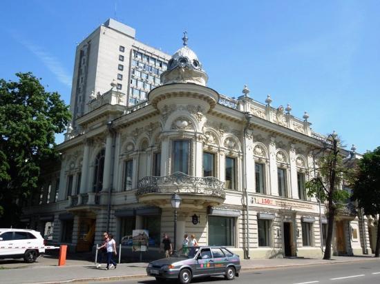 Tatarstan National Library: Угол здания (Кремлевская улица)
