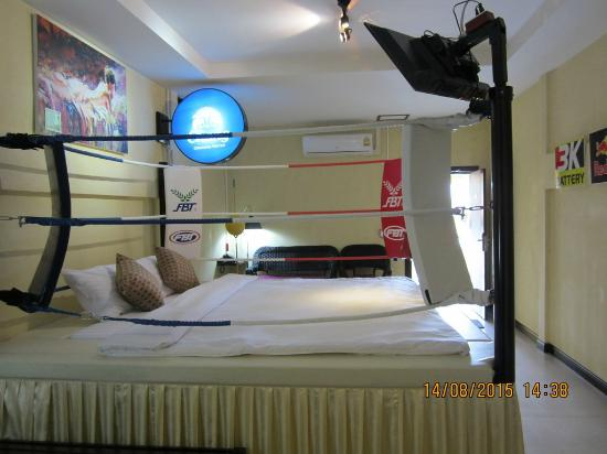 Suite Jacuzzi - Boxing Stage Room - Picture of Retro Box Hotel ...