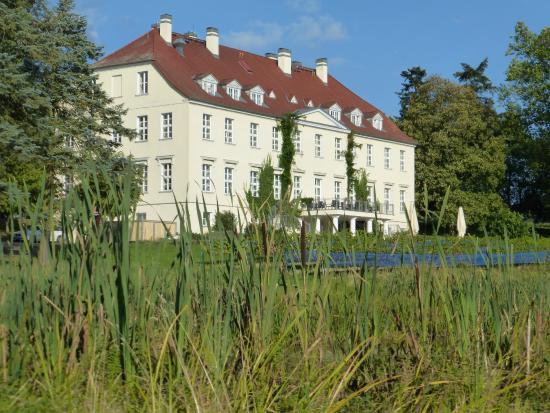 Schloss Rattey von der Gartenseite her gesehen