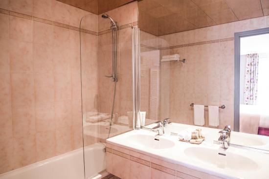 l'une de nos salle de bain classique duo - picture of taylor hotel ... - Salle De Bain Classique