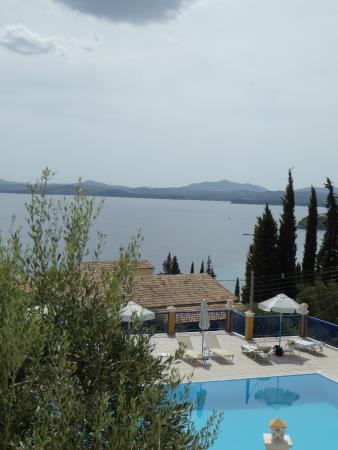 Locanda Barbati ApartHotel: View of pool from our rook