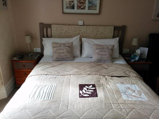 Abbeyfield Hotel: Room 3 - kingsized bed