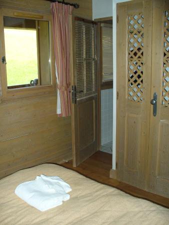 Nancroix, France: Chambre avec salle d'eau
