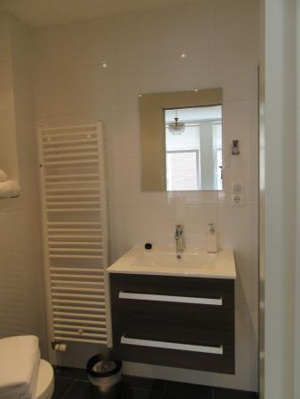 Boogaard's Bed and Breakfast: En suite on first floor.