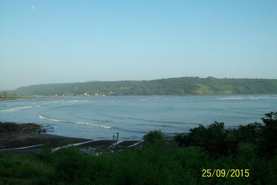 ‪Harihareshwar Beach‬