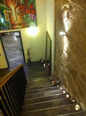 Hotel TraumRaum: Der Treppenabgang in die Bar