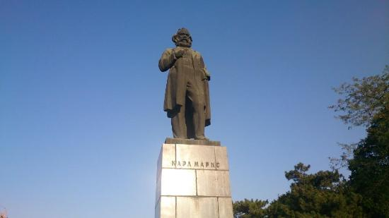 ‪Karl Marx Monument‬