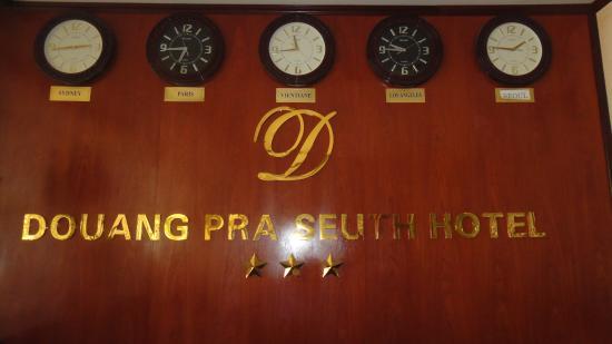 Douangpraseuth Hotel: ресепшн