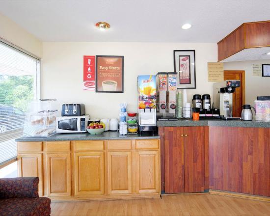 Econo Lodge Bristol: VABreakfast Area