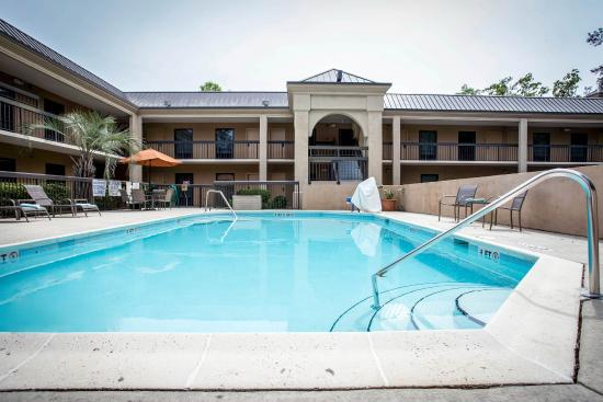 Clarion Inn & Suites: Pool
