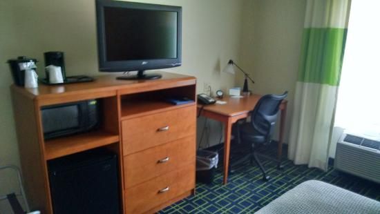 Fairfield Inn & Suites Harrisonburg: Work desk