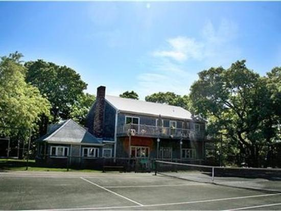 Martha's Vineyard Resort: exterior