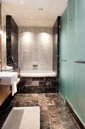 Loden Hotel: Loden Bathroom - Deep Soaker Tub and Walk-in Rainf