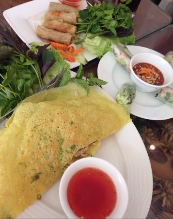 Mien Tay : Traditional vietnamese stuffed pancake & fried spring rolls. Crispy!