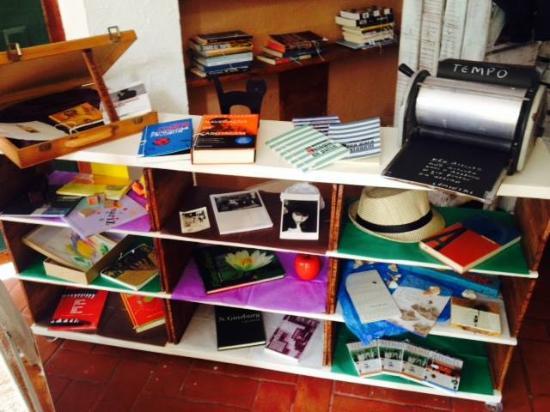 Boto-Cor-de-Rosa Livros Arte & Café