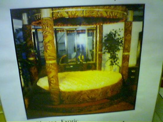 Knights Inn Newark Airport Elizabeth: Poster of jacuzzi suite