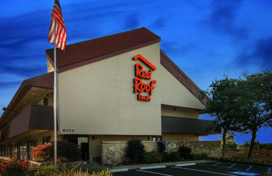 Red Roof Inn Cleveland - Independence : Exterior Night