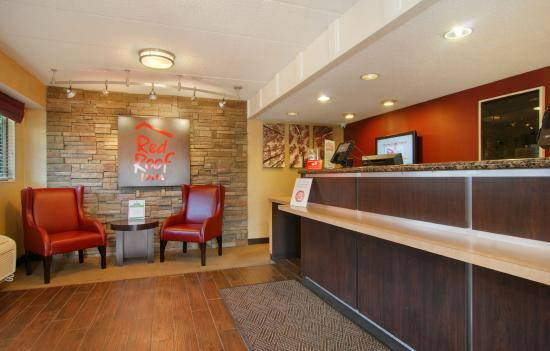 Red Roof Inn Cleveland - Independence: Front Desk
