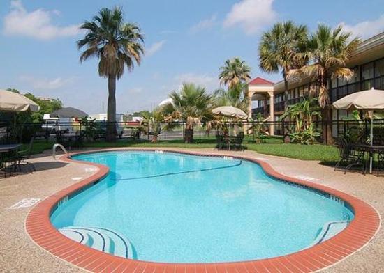 Photo of Camden Plaza Hotel Pasadena