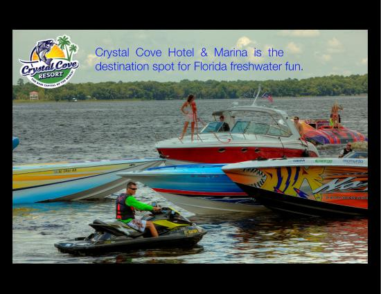 Crystal Cove Riverfront Resort : Boating on the St. Johns River