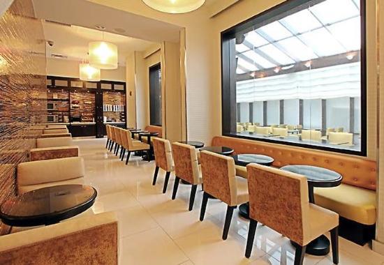 Fairfield Inn & Suites by Marriott New York Manhattan / Times Square: Breakfast Seating