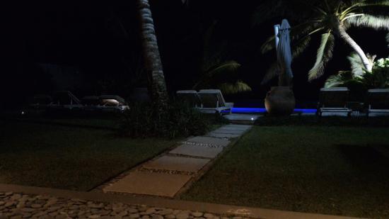 Te Vakaroa Villas: La piscina