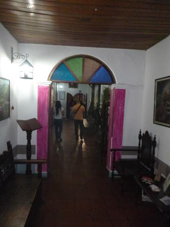 Posada Luz Caraballo : Pasillo hacia la Recepcion