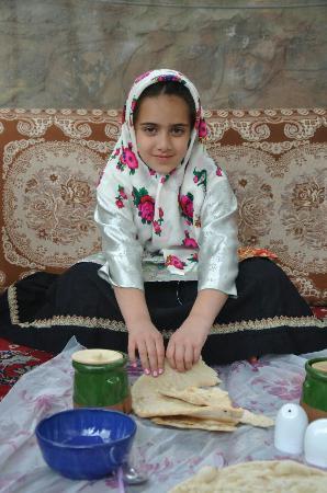Domiloon Restaurant: A girl eating Dizi