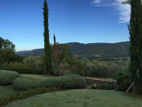 Castiglion Fiorentino, Italia: View from gounds at Villa