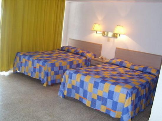Caleta Beach Resort : Guest Room