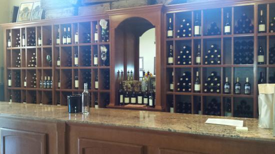 Cooper Vineyards: Tasting Room