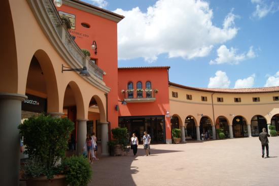 Valdichiana Outlet Village - Picture of Valdichiana Outlet Village ...