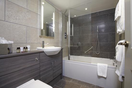 Cedar Manor Hotel and Restaurant: Coniston Bathroom