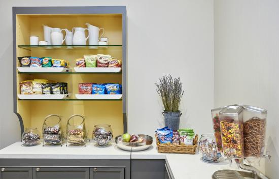 DoubleTree by Hilton Hotel Charlotte - Gateway Village : Little Extra Snack Pantry