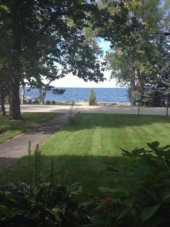 Little Harbor Inn: View is beautiful.