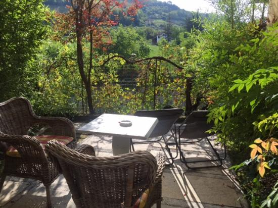 Hotel Langhe: Patio Views within the City
