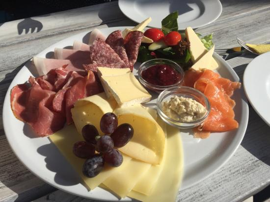 Frühstück im Strandbad Mitte