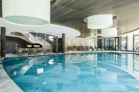 Spa & Family Resort Sonnenhof: Innen/Außenpool