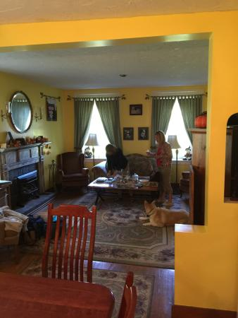 The 1819 Red Brick Inn - A Bed and Breakfast: Living room from the dining room