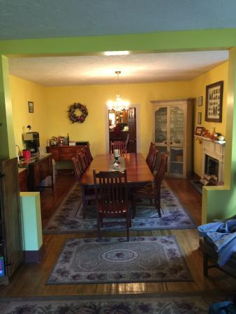 The 1819 Red Brick Inn - A Bed and Breakfast: Dining Room