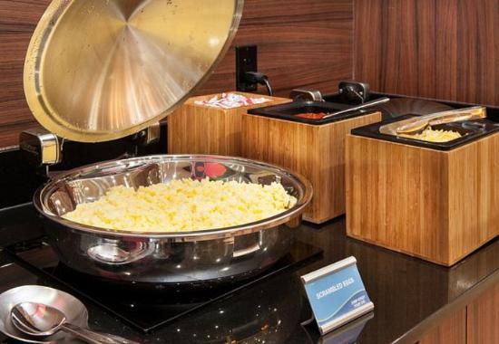 Vernon, Kanada: Breakfast Buffet – Scrambled Eggs